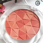 Essence Mosaic Blush en Catrice Liquid Camouflage Waterproof