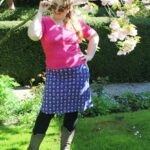 Outfit in England: Tante Betsy Summer Cross Daisy Blue + Cardigan Shorty
