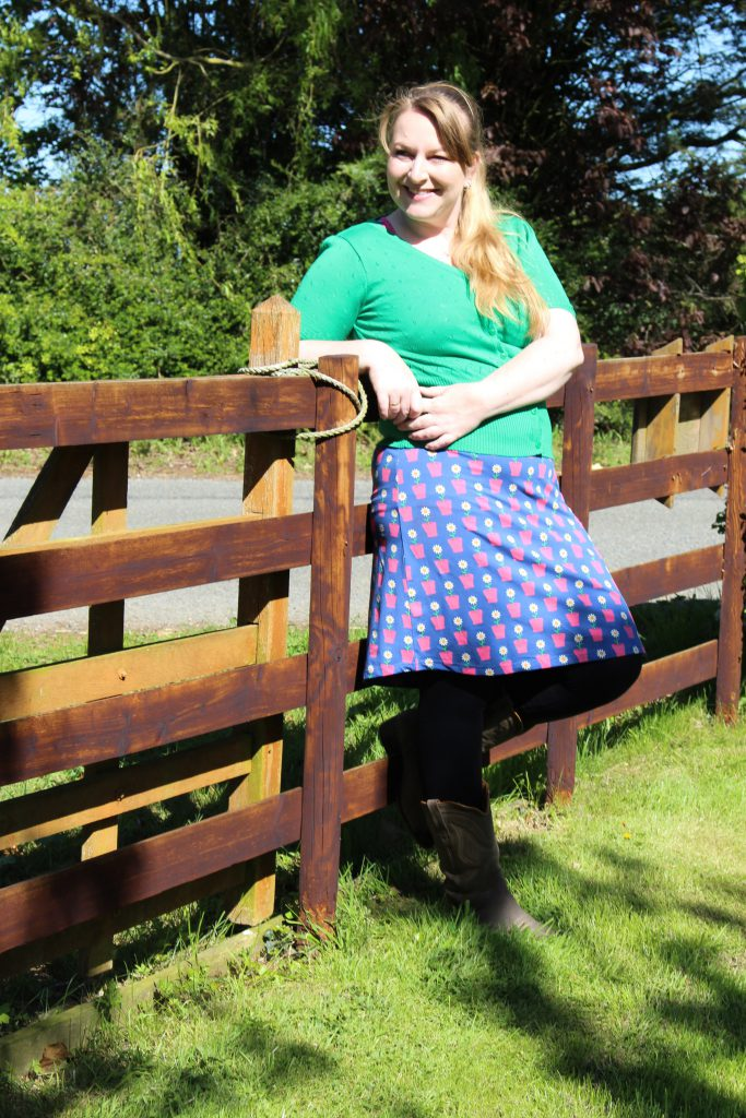 Tante Betsy Summer Cross Daisy Blue