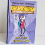 Boekenreview: Brugpieper geheimen uit het kluisje – Jennifer L. Holm & Matthew Holm